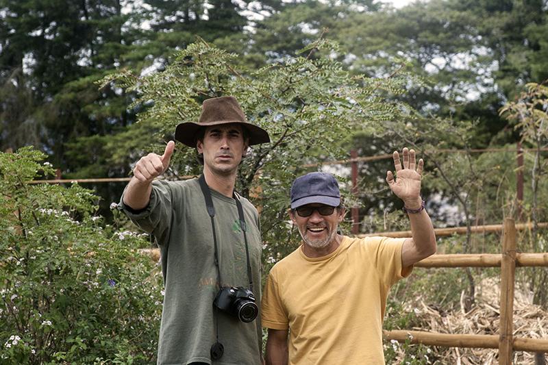 foto tomada en La Loma del Aguacate Tumbabiro Ecuador aparecen JuanPablo Orozco Coordinador de Permacultura Chachatoi y Carlos Penagos